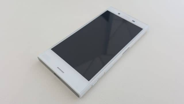 Sony-Xperia-X-Compact-10