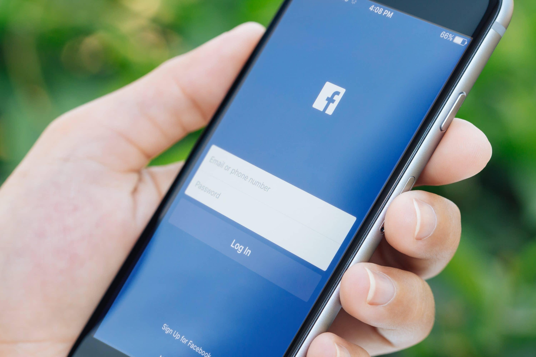 Bild von 3.000 neue Facebook-Mitarbeiter zur Post-Kontrolle