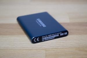 Samsung Portable SSD T5 Seitenansicht (1)