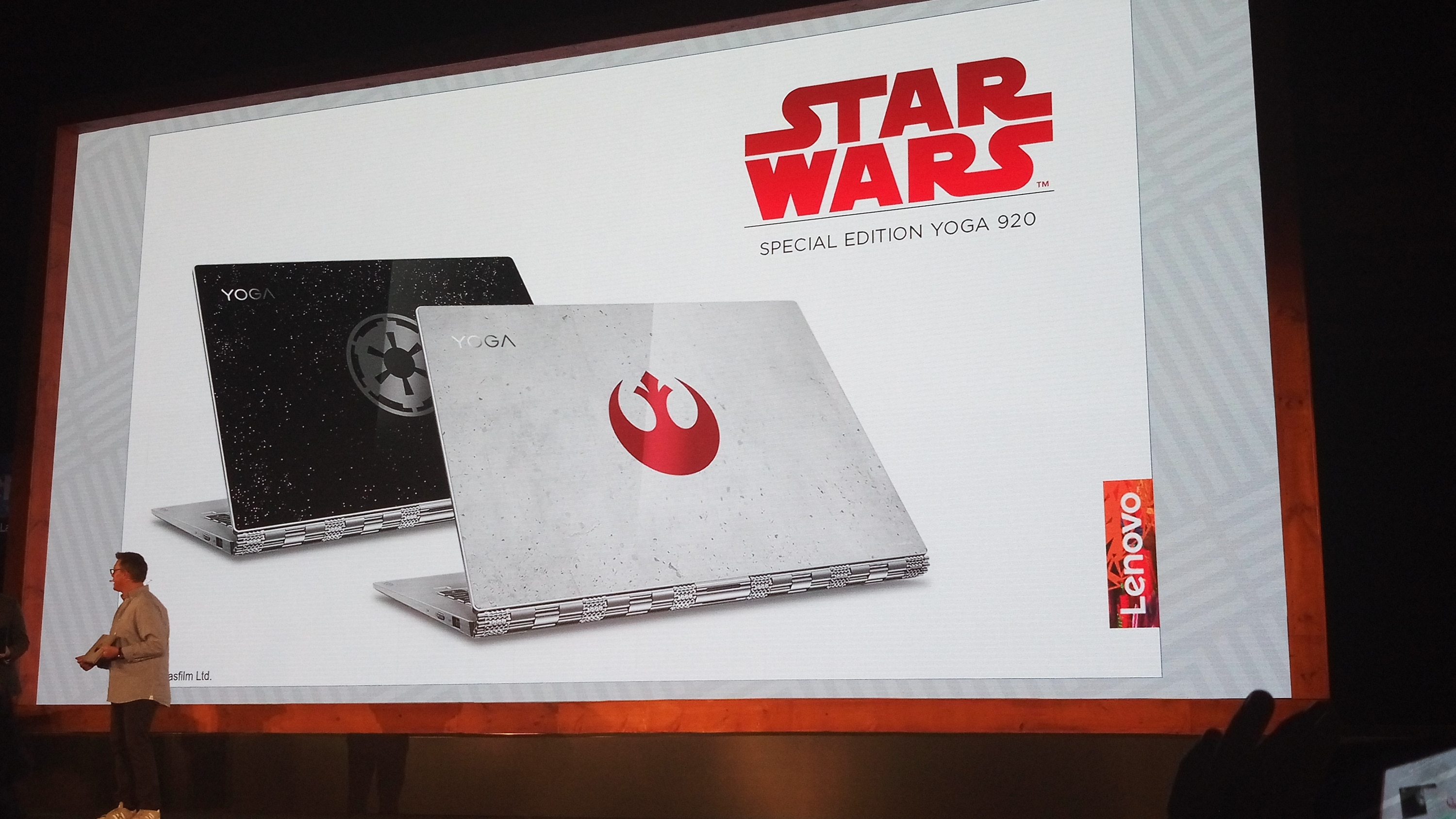 Photo of Lenovo Yoga 920 mit Feuer und Star Wars-Design