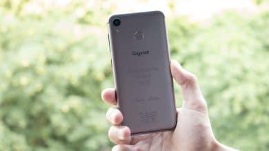 Individuelle Lasergravur auf der Rückseite des Smartphones