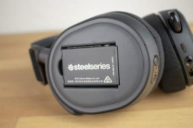 Offenes Akkufach des Headsets