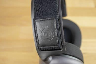 Das Kopfband ist per Klettverschluss verstellbar