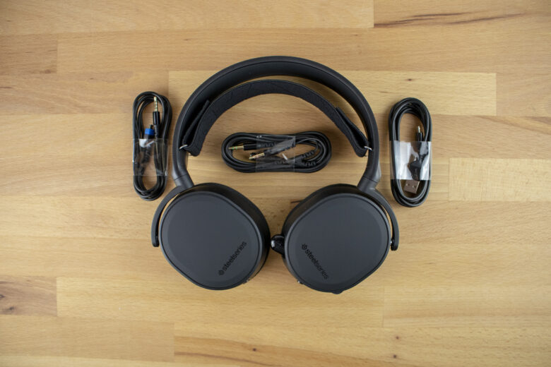 SteelSeries Arctis 3 Bluetooth 2019 Edition with all cables