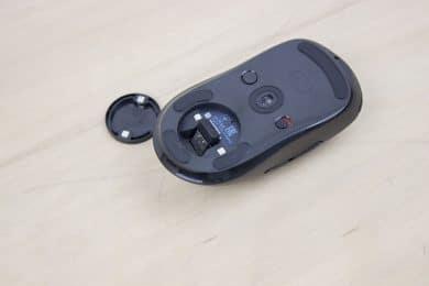 Der USB-Dongle kann in der Maus mitgenommen werden