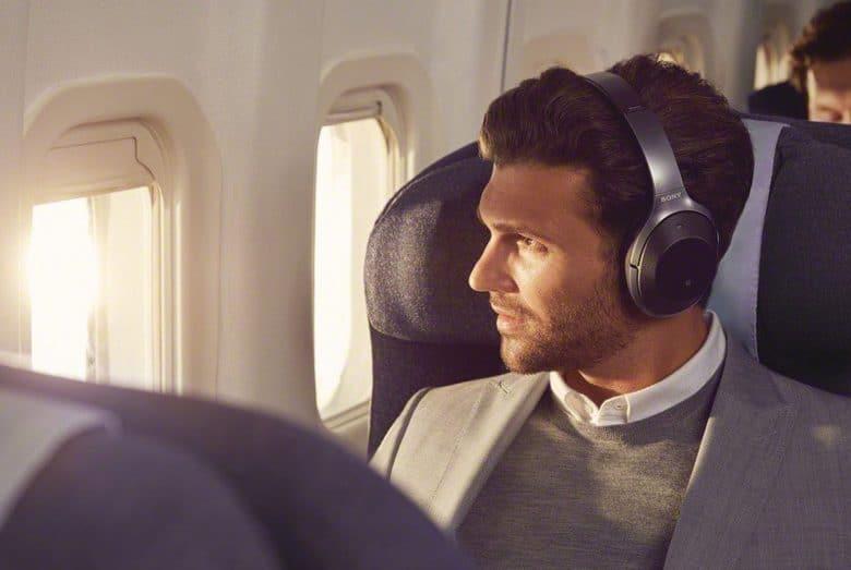 Portrait Model im Flugzeug, Quelle: sony
