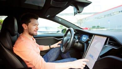 Bild von Urteil: Notwendige Touchscreenbedienung während der Fahrt kann illegitim sein