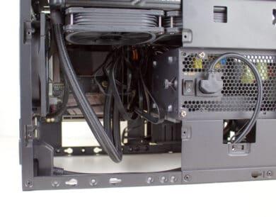 Eingebaute AiO und Mainboard