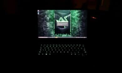 Razer Blade 14 Display bei Dunkelheit